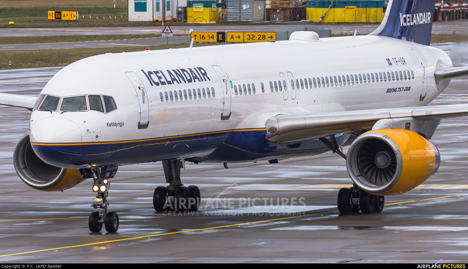 Icelandair TF-ISR aircraft at Zurich