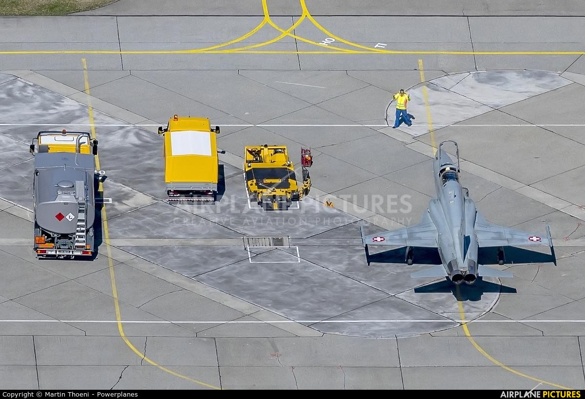 - Airport Overview J-3210 aircraft at Meiringen