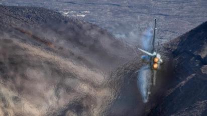 165794 - USA - Navy Boeing F/A-18F Super Hornet