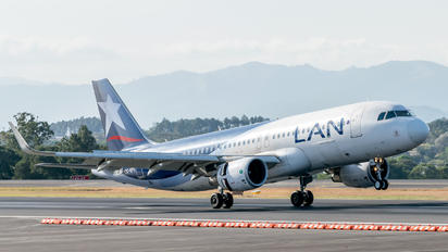 CC-BFK - LAN Airlines Airbus A320