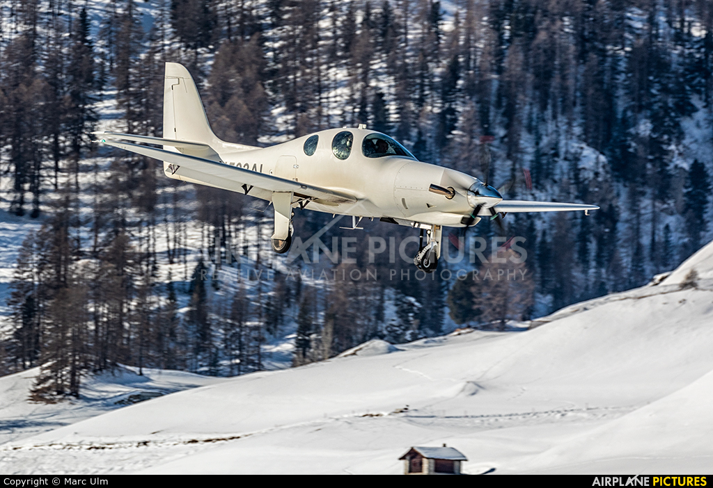 Private N503AL aircraft at Samedan - Engadin