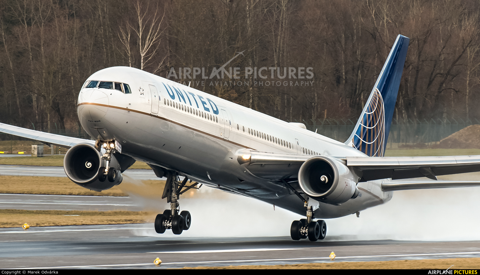United Airlines N77066 aircraft at Zurich