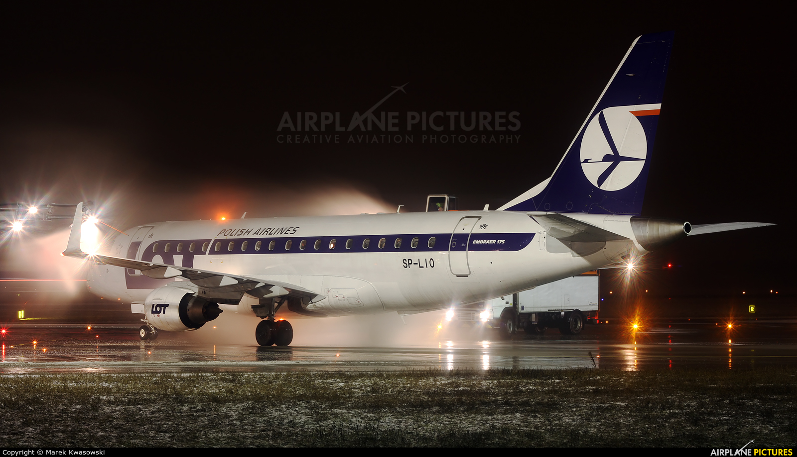 LOT - Polish Airlines SP-LIO aircraft at Warsaw - Frederic Chopin