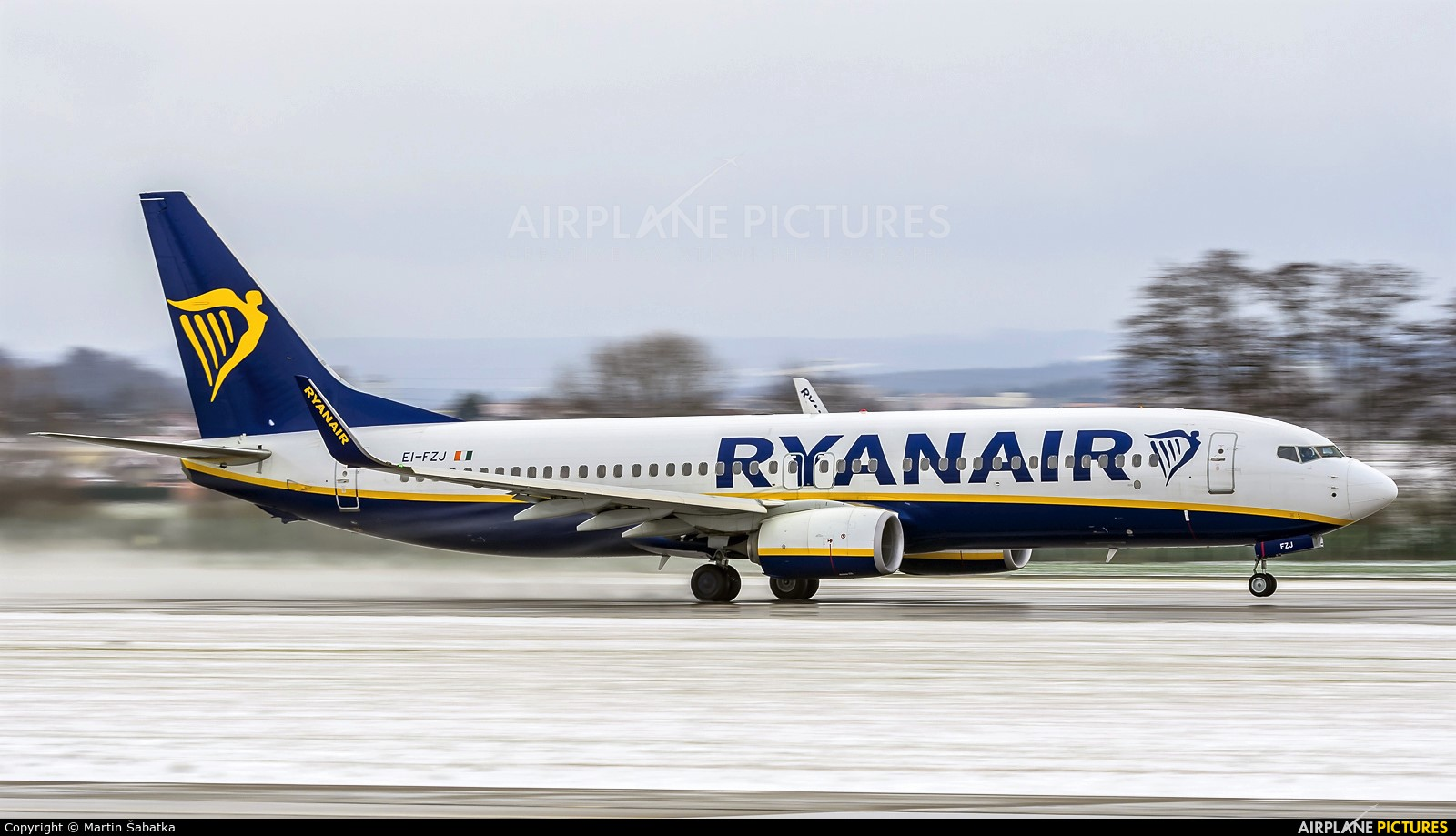 Ryanair EI-FZJ aircraft at Pardubice