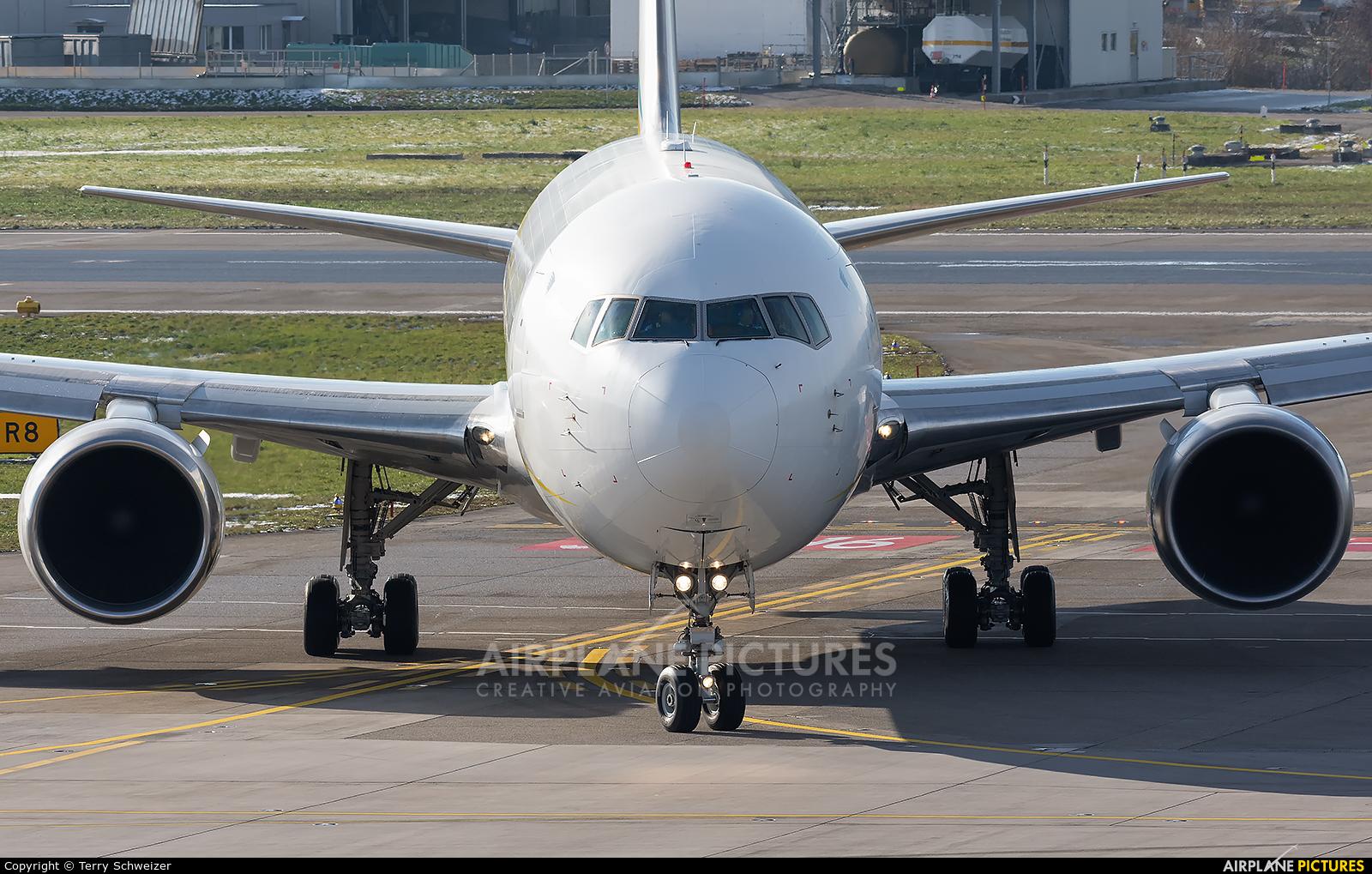 Comlux Aviation P4-CLA aircraft at Zurich