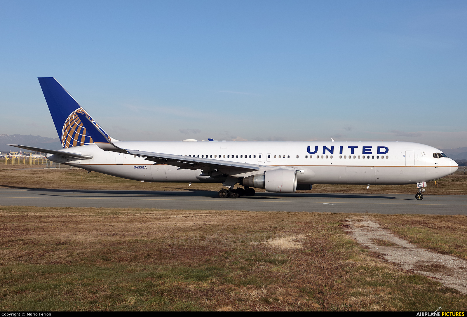 United Airlines N655UA aircraft at Milan - Malpensa