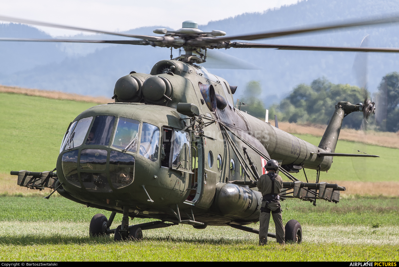 Poland- Air Force: Special Forces 605 aircraft at Lipowa