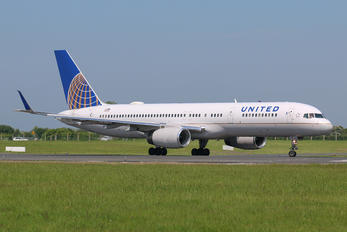 N13110 - United Airlines Boeing 757-200