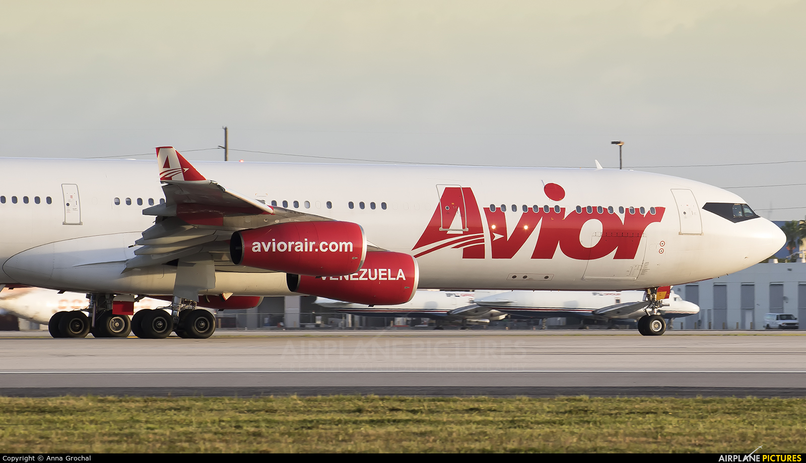 Avior Airlines YV3292 aircraft at Miami Intl