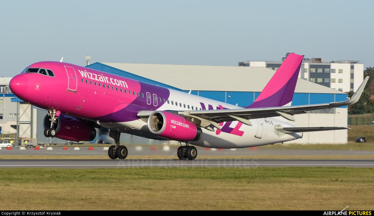 Wizz Air HA-LYL aircraft at Gdańsk - Lech Wałęsa