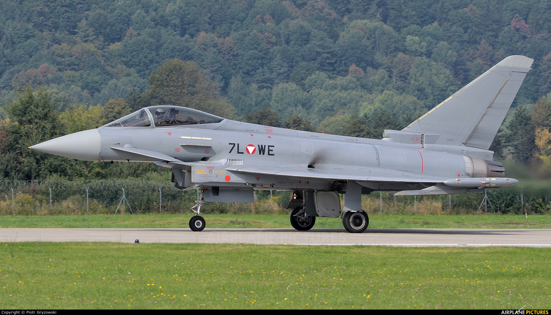 Austria - Air Force 7L-WE aircraft at Sliač