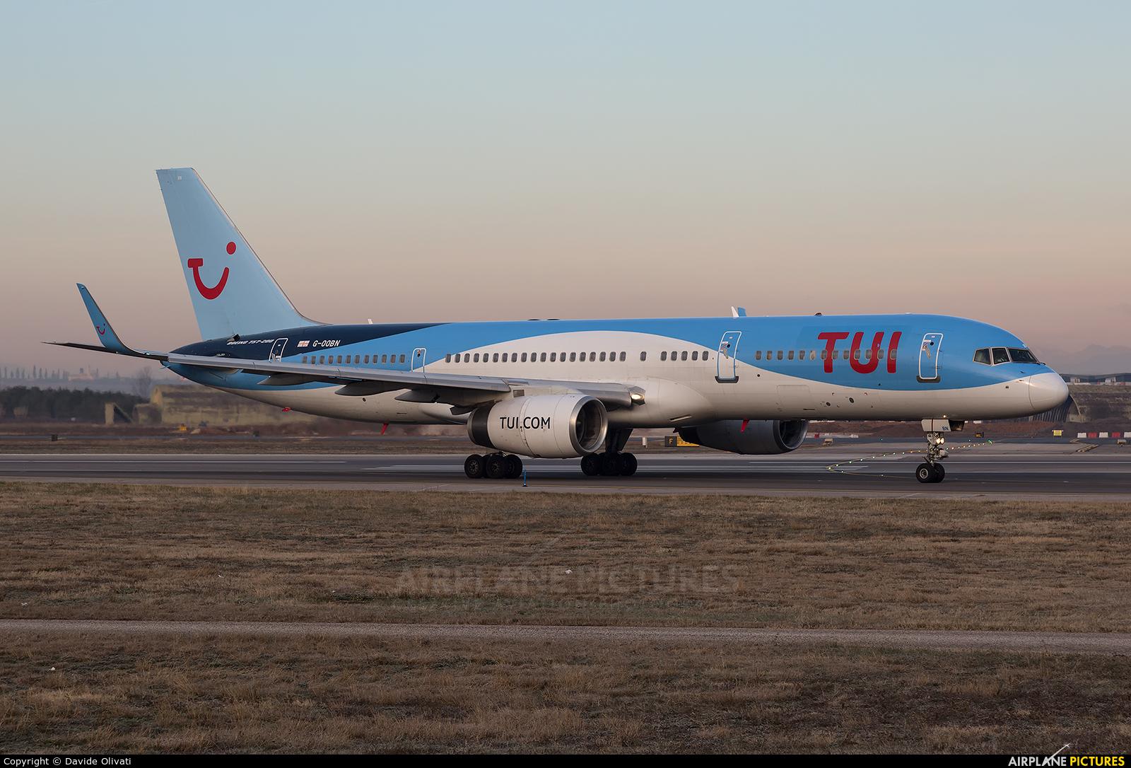 TUI Airways G-OOBN aircraft at Verona - Villafranca