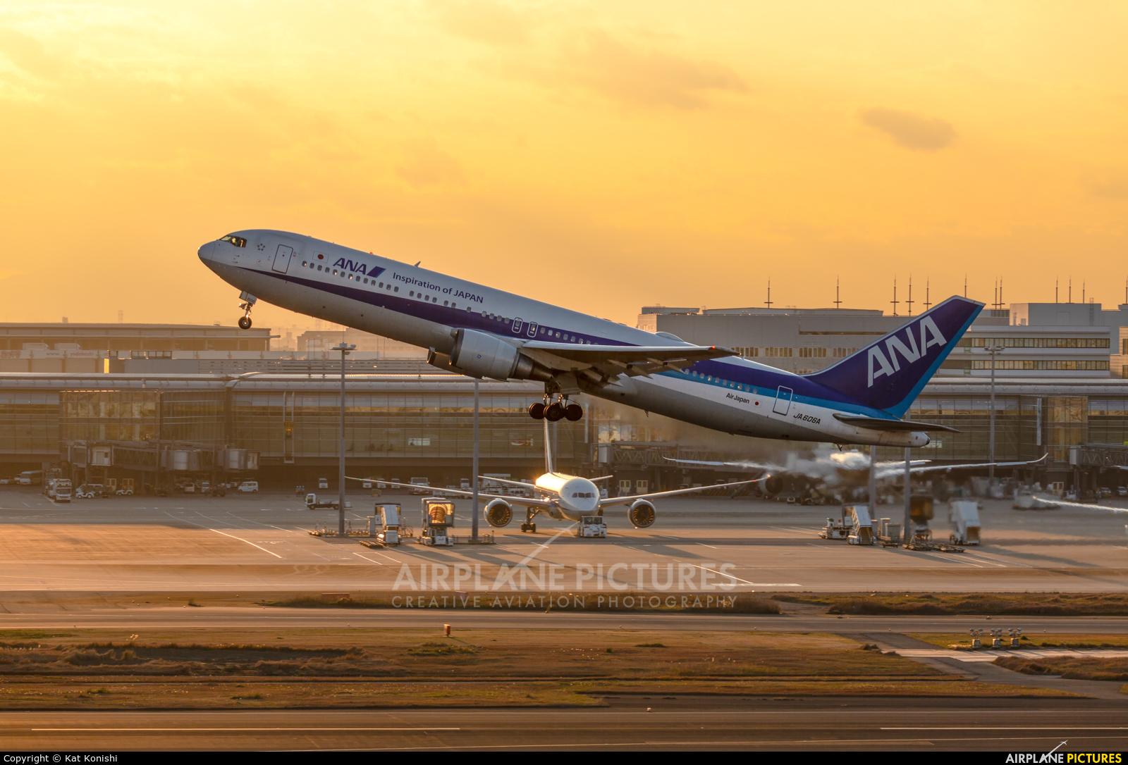 ANA - All Nippon Airways JA606A aircraft at Tokyo - Haneda Intl
