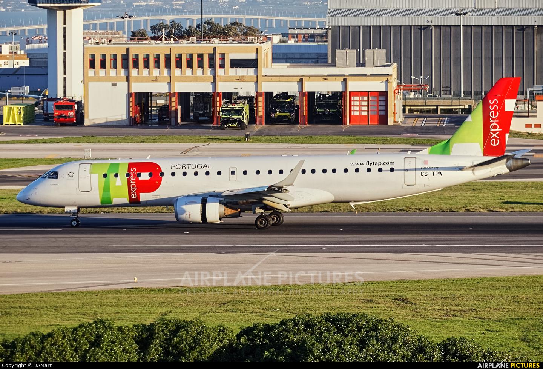 TAP Express CS-TPW aircraft at Lisbon
