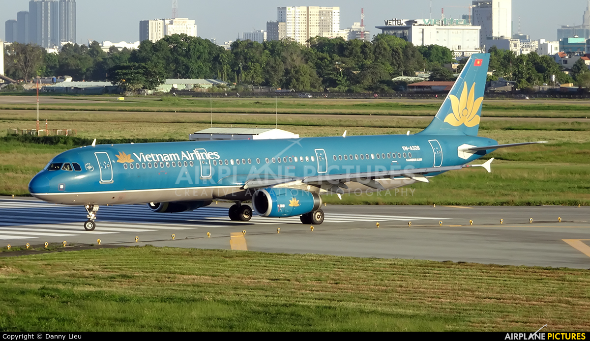 Vietnam Airlines VN-A326 aircraft at Ho Chi Minh City - Tan Son Nhat Intl