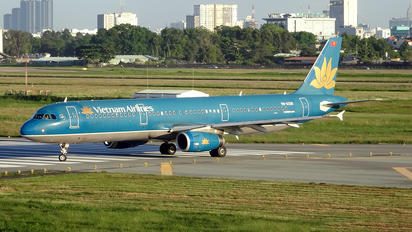 VN-A326 - Vietnam Airlines Airbus A321