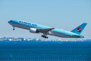 HL7765 - Korean Air Boeing 777-200