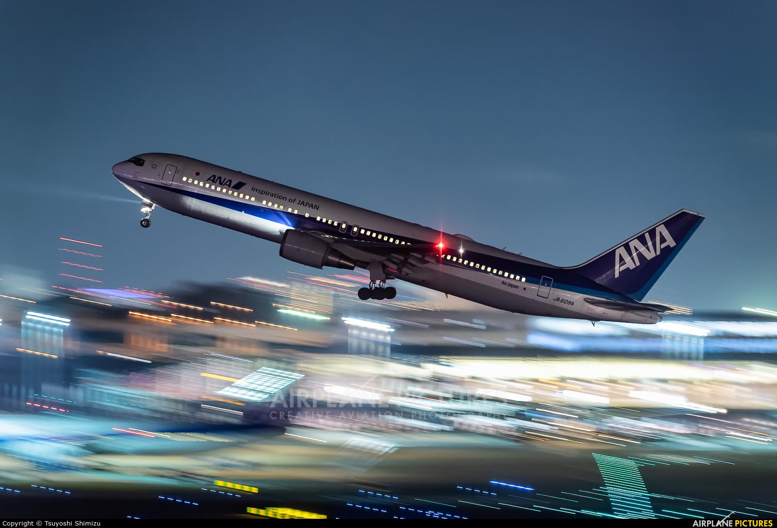 ANA - All Nippon Airways JA609A aircraft at Tokyo - Haneda Intl