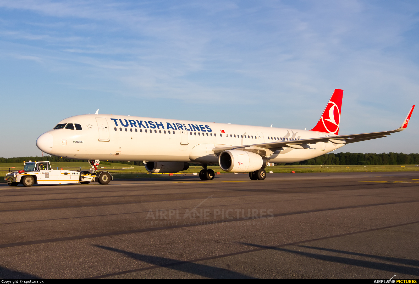 Turkish Airlines TC-JSI aircraft at Hamburg - Fuhlsbüttel