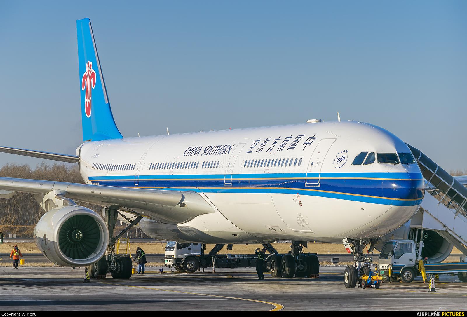 China Southern Airlines B-6098 aircraft at Shenyang-Taoxian