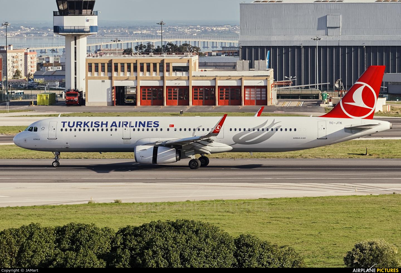 Turkish Airlines TC-JTK aircraft at Lisbon