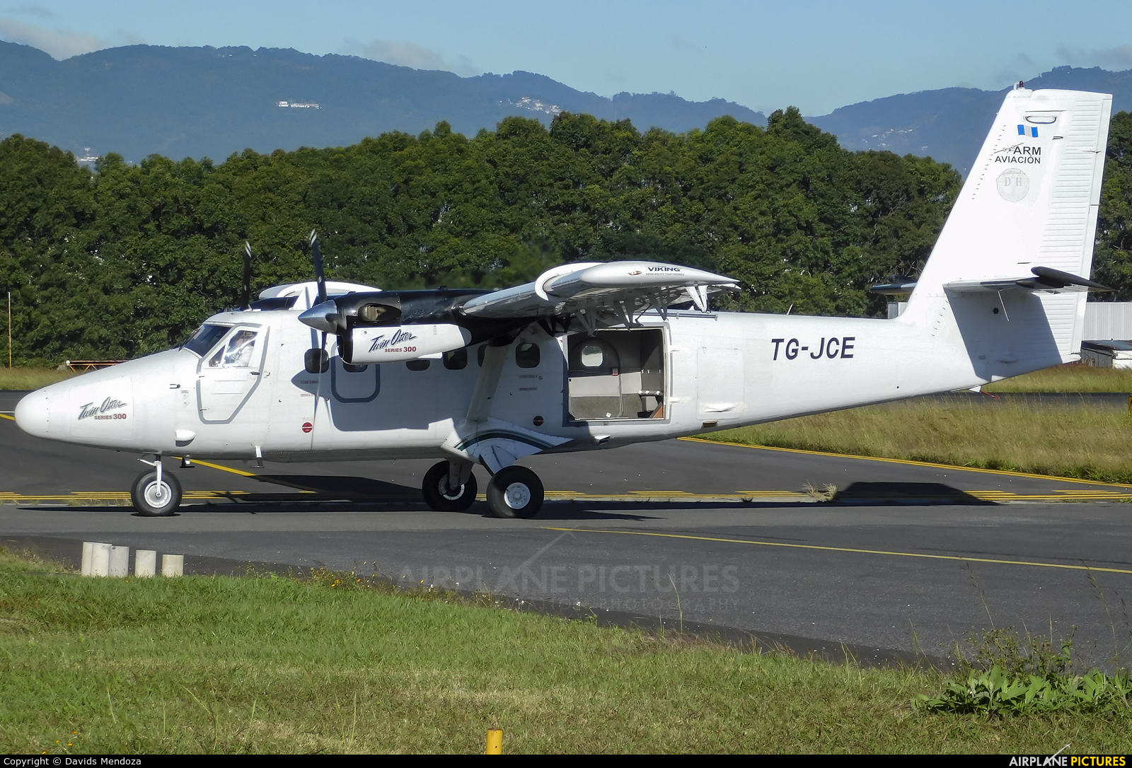 Private TG-JCE aircraft at Guatemala - La Aurora
