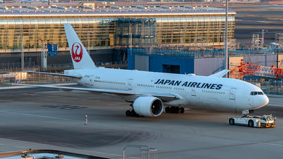 JA704J - JAL - Japan Airlines Boeing 777-200ER