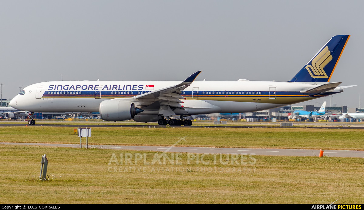 Singapore Airlines 9V-SMH aircraft at Amsterdam - Schiphol
