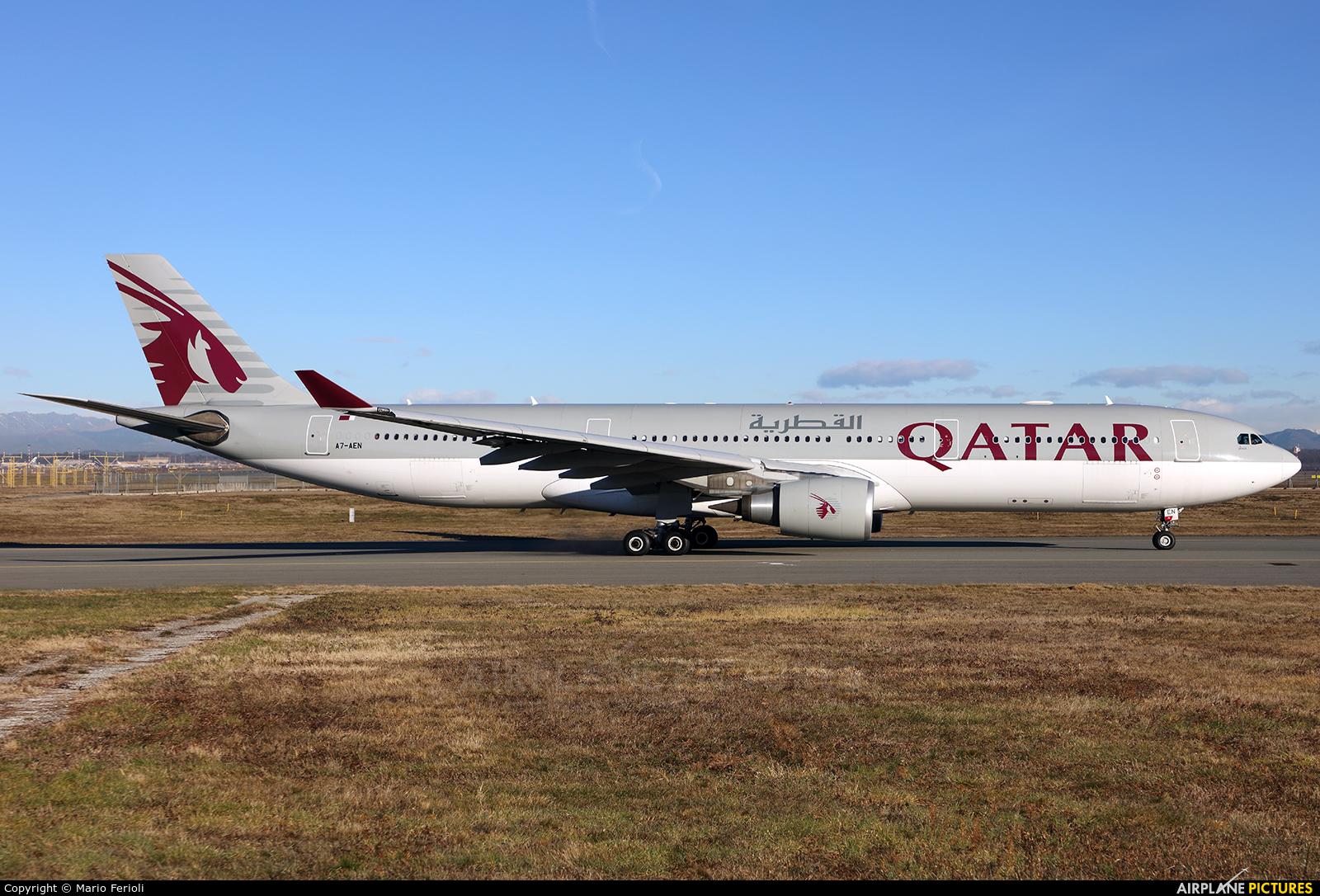 Qatar Airways A7-AEN aircraft at Milan - Malpensa