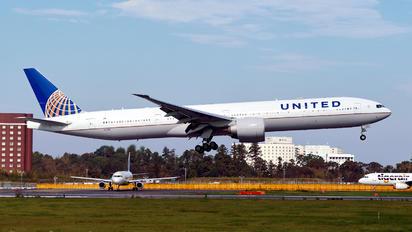 N2138U - United Airlines Boeing 777-300ER