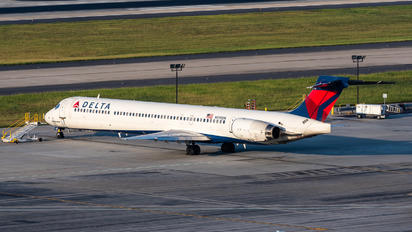 N910DN - Delta Air Lines McDonnell Douglas MD-90