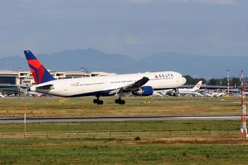 N840MH - Delta Air Lines Boeing 767-400ER