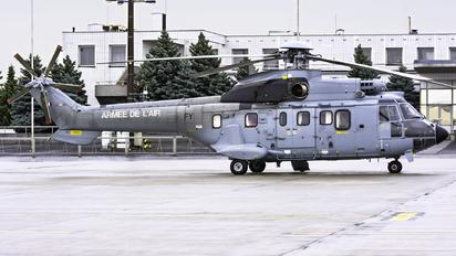 2233 - France - Air Force Aerospatiale AS332 Super Puma L (and later models)