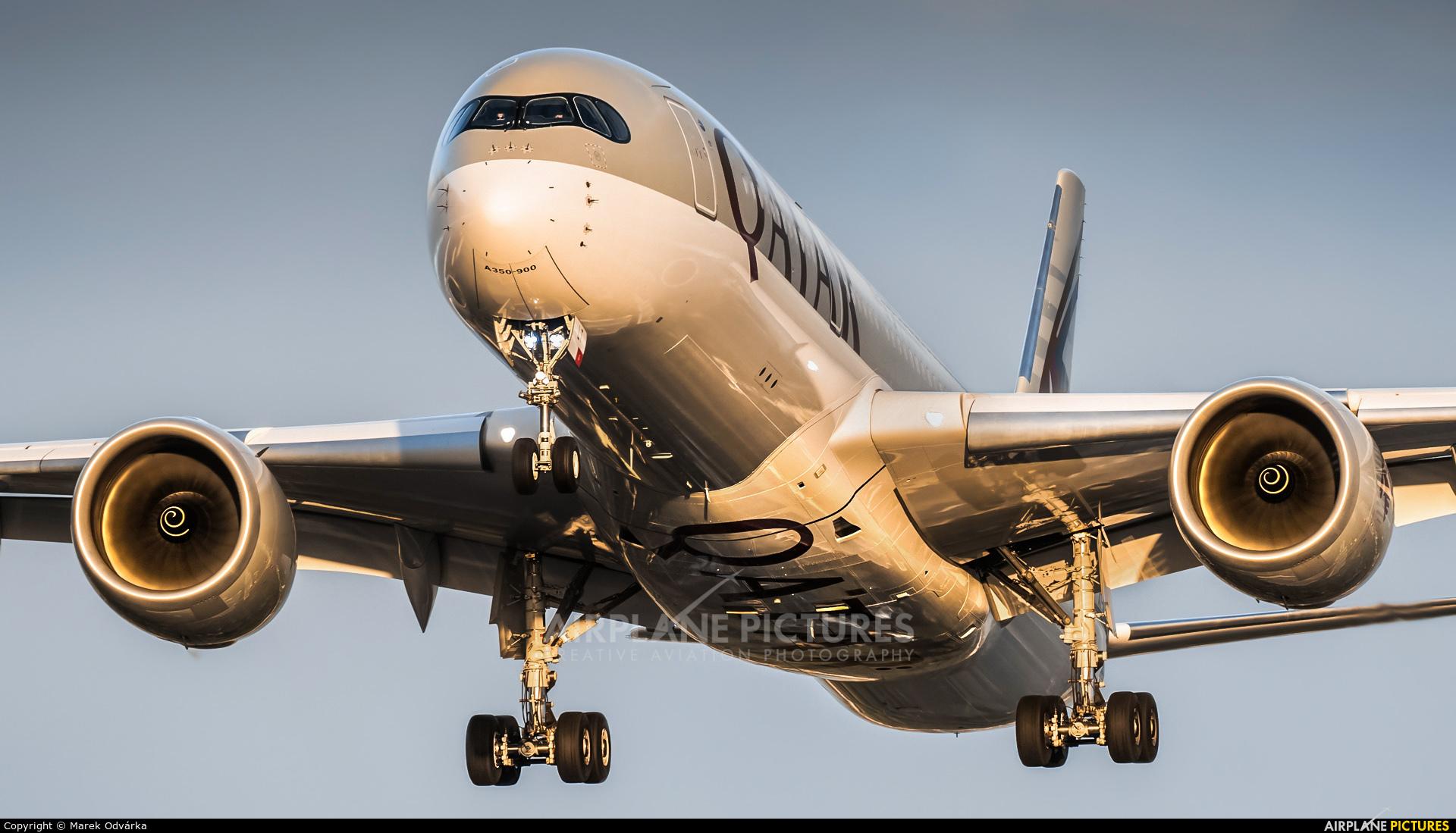 Qatar Airways A7-ALT aircraft at London - Heathrow