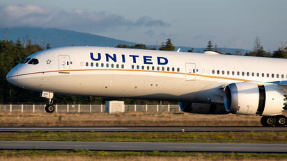 N91007 - United Airlines Boeing 787-10 Dreamliner