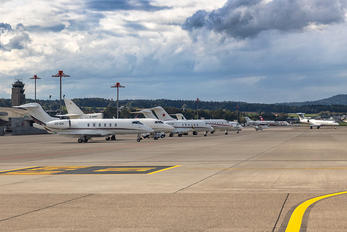 CS-CHI - NetJets Europe (Portugal) Bombardier BD-100 Challenger 350 series
