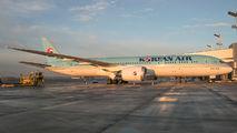 HL7207 - Korean Air Boeing 787-9 Dreamliner aircraft