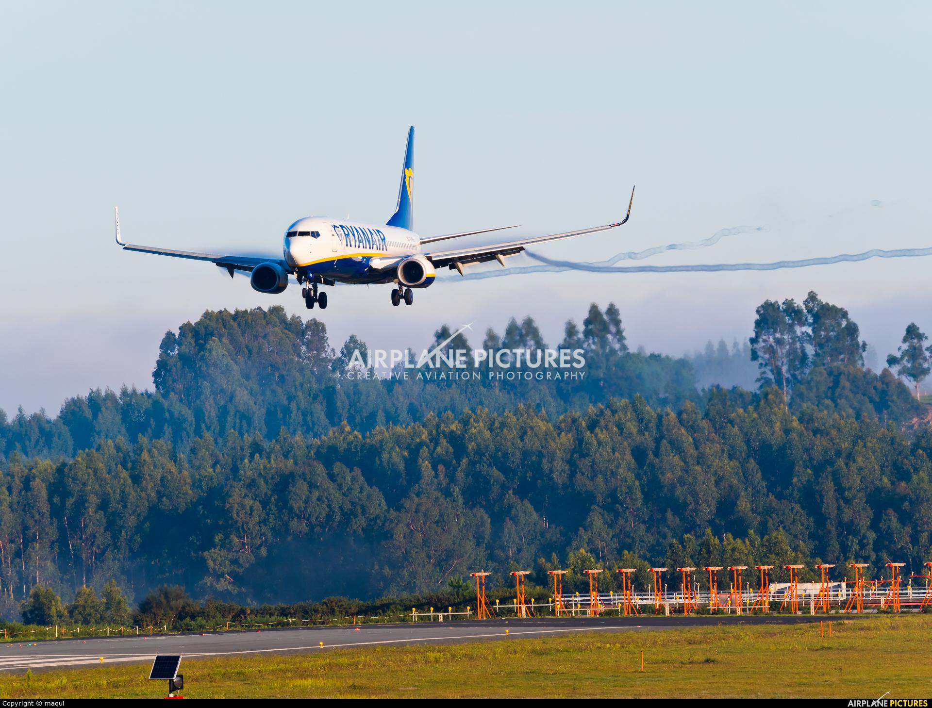 Ryanair EI-FRE aircraft at Santiago de Compostela