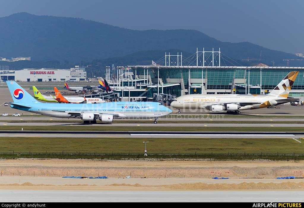 Korean Air HL7633 aircraft at Seoul - Incheon