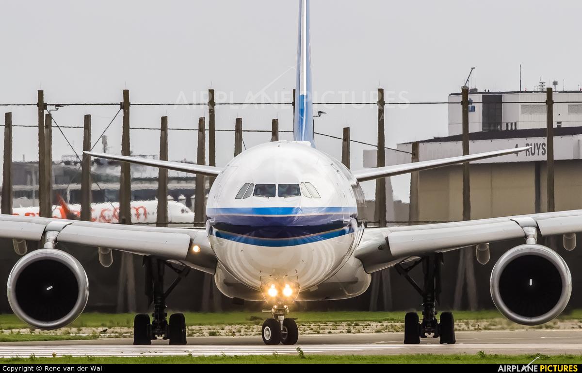 China Southern Airlines B-5959 aircraft at Amsterdam - Schiphol