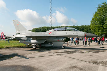 ET-199 - Denmark - Air Force General Dynamics F-16B Fighting Falcon