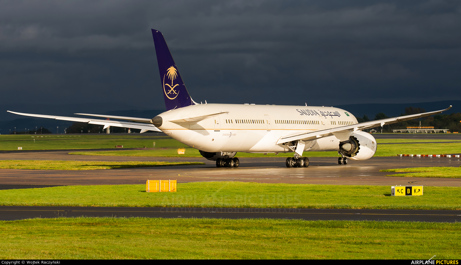Saudi Arabian Airlines HZ-AR22 aircraft at Manchester