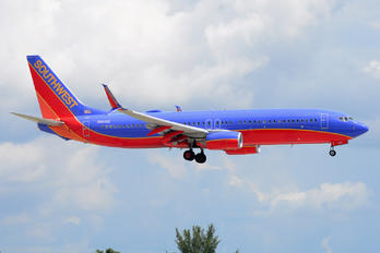 N8605E - Southwest Airlines Boeing 737-800