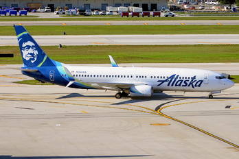 N558AS - Alaska Airlines Boeing 737-800