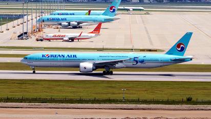 HL8009 - Korean Air Boeing 777-300ER