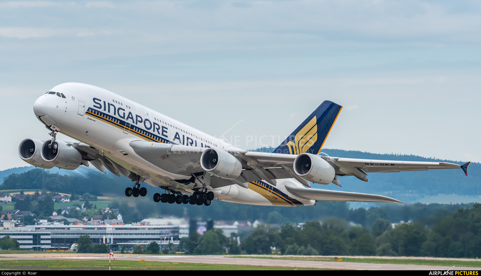Singapore Airlines 9V-SKW aircraft at Zurich