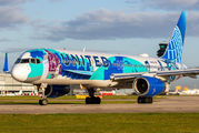"""United B752 wears """"Her Art Here: Corinne Antonelli"""" special painting title="""