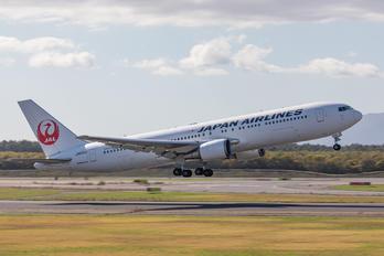 JA651J - JAL - Japan Airlines Boeing 767-300ER