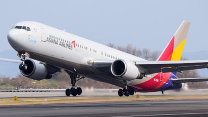 HL7506 - Asiana Airlines Boeing 767-300