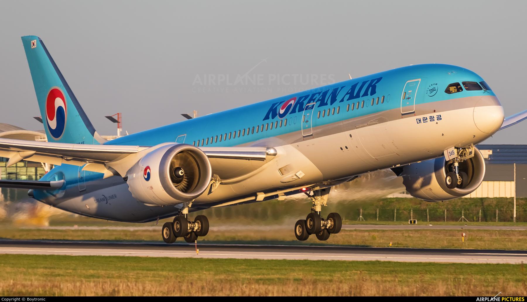 Korean Air HL8345 aircraft at Zagreb